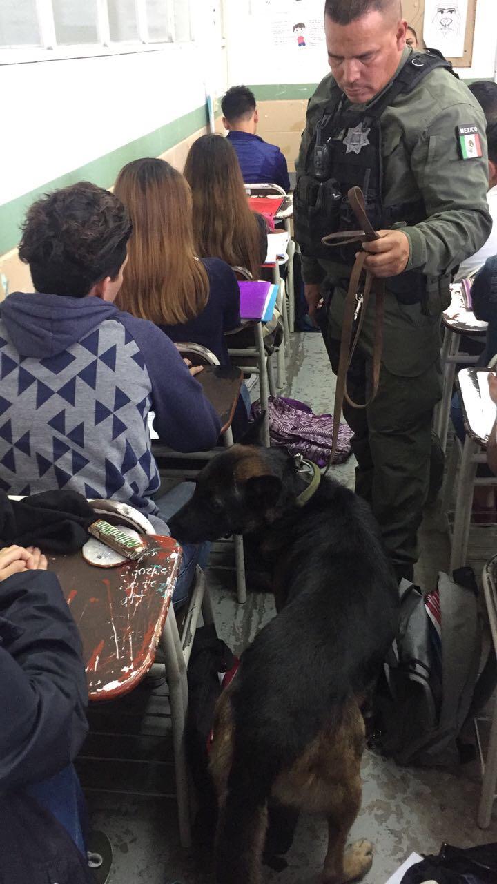 """Policía Municipal aplica """"Mochila Segura"""" en escuela de la coloniaLibertad"""