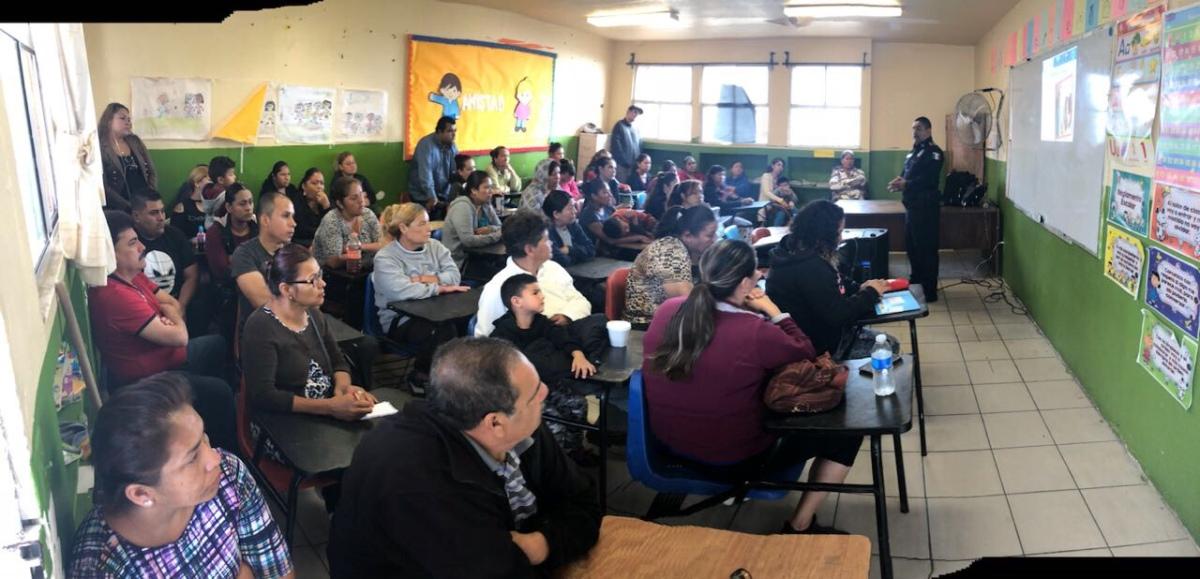Alumnos y padres de familia asisten a pláticas preventivas de la PolicíaMunicipal