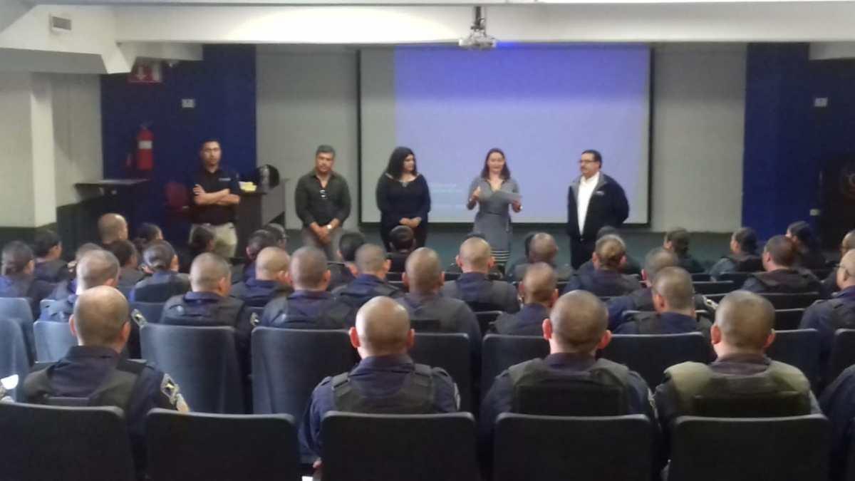 Capacitan a cadetes de la Academia Estatal de Policia contra la Trata de Personas.PGJEBC
