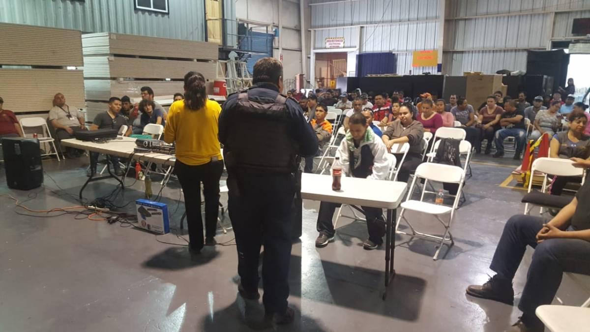 Policía Municipal imparte taller de seguridad enfábrica